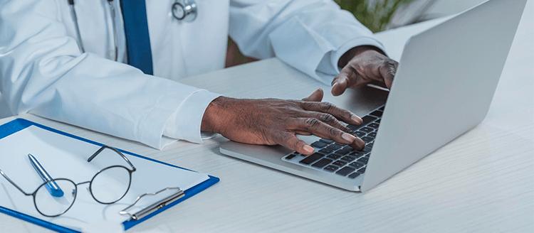 Saiba como emitir nota fiscal eletrônica para clínicas de forma fácil